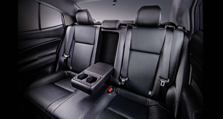 Rear Seats with Armrest